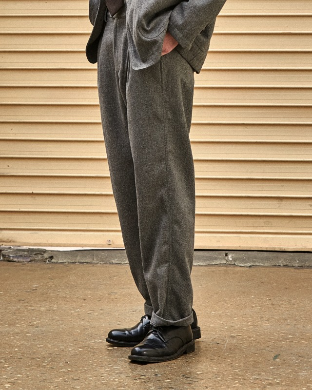 WOOL TAPERED PANTS GRAY